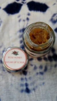 DIY Rose Honey Lip Scrub